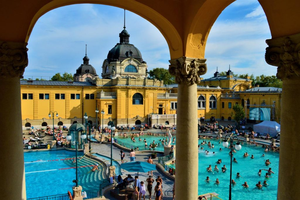 balneario szechenyi budapest 1024x683 - Los 10  Lugares que NO te Puedes Perder en Budapest