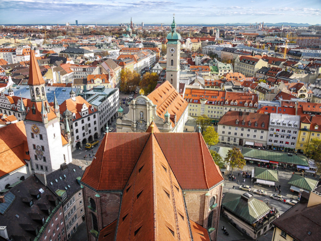 germany munich panorama with old town hall and heilig geist church gettyimages 530576489 1024x768 - 10 Lugares que Visitar en Múnich Imprescindibles